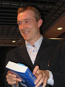 David Mitchell Publishes Story Live Online, Echoing Silvia Hartmann